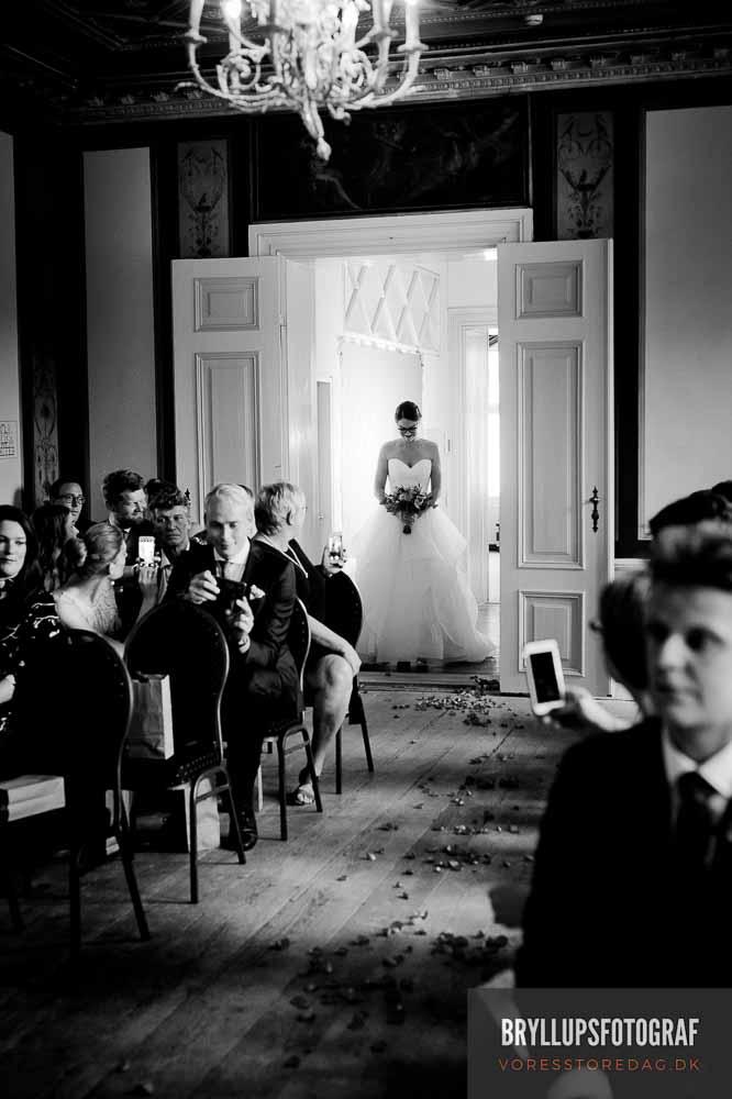 I har været forlovet og det er tid til at planlægge jeres bryllup