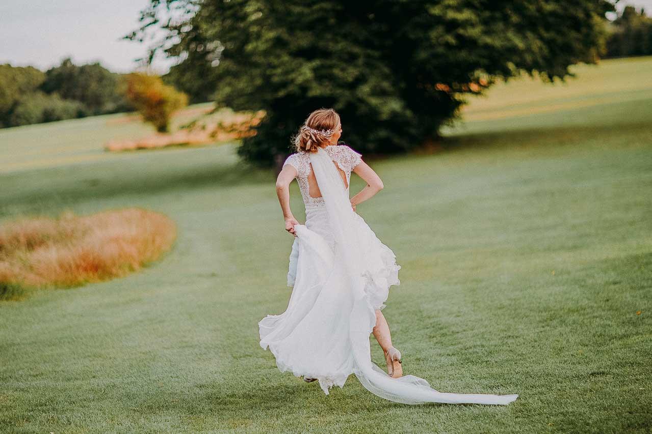 brud i brudekjole